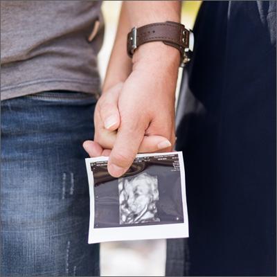 Natürliche Hochzeitreportage mit romantischen Brautpaar Fotoshooting.Fotografiert von Soraya Häßler.